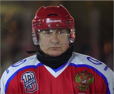 Photo of بوتين يلعب الهوكي في الساحة الحمراء