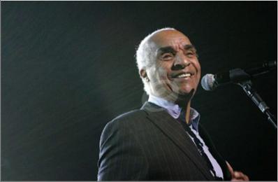 Photo of رحيل مغني البوب البريطاني  كيني لينش عن 81 عاماً