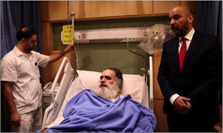 Photo of زار المطران عطالله حنا في مستشفى الأردن  طارق خوري: فلسطين في قلبه وعقله