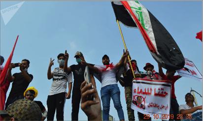 Photo of متظاهرو ساحة التحرير يتبرؤون من مفتعلي أحداث منطقة الوثبة.. وحقوق الإنسان البرلمانية تدين إعدام مواطن وتعليق جثته وسط بغداد