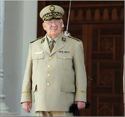 Photo of الجزائر: رحيل قايد صالح وتعيين اللواء السعيد شنقريحة خلفاً له