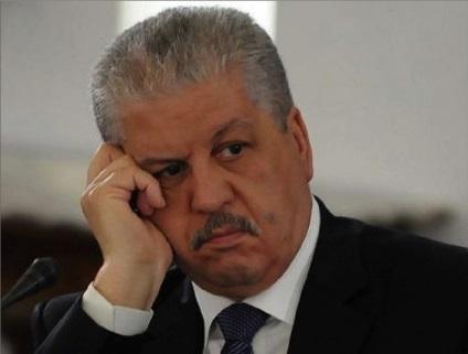 Photo of أثناء محاكمته بتهم الفساد..  رئيس وزراء جزائري يبكي أمام القاضي