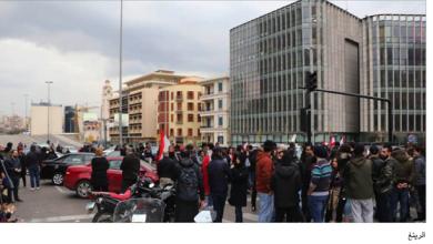 Photo of الحراك يخرج عن إطار السلميّة  مجموعات منظمة ومندسّون يعيثون الخراب ويعتدون على القوى الأمنيّة