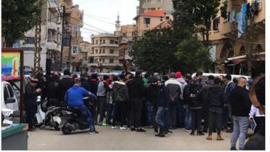 Photo of الإحتجاجات متواصلة مع إعطاء فرصة للحكومة