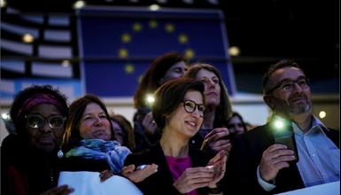Photo of طلاق بريطانيّ نهائيّ.. بين وداع ودموع داخل البرلمان الأوروبيّ