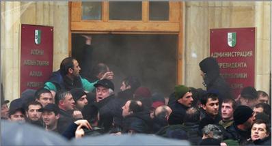 Photo of الرئيس الأبخازي يدعو المواطنين  إلى الهدوء وعدم الانصياع للاستفزازات