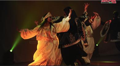 Photo of «راجعين» عرضٌ راقصٌ فولكلوريٌ.. خليطٌ من التراث في حلقات الدبكة والشعر