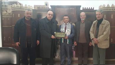 Photo of «حركة التحرير الفلسطينيّة» تزور سفارة اليمن في دمشق القانص: محور المقاومة قادر على مواجهة «صفقة القرن»
