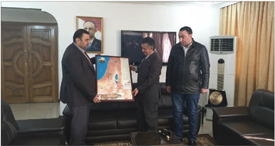Photo of خريطة فلسطين.. هدية من أسيراتها لسفير اليمن في دمشق القانص: لا مكان لـ«صفقة القرن» بوجود المقاومة