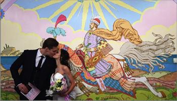 Photo of يوم الأحد السعيد..  قوافل عرسان للزواج في موسكو