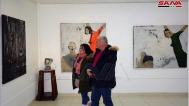 Photo of «طيف» معرضٌ تشكيليٌ يعرض لوحات متباينة عملياً لفنّانين من مدارس ومناهج مختلفة