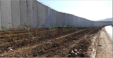 Photo of مصر تشرع ببناء جدار على الحدود مع قطاع غزة!