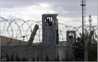 Photo of ضابط تركيّ يروي تفاصيل تعذيب مروّعة في سجون أردوغان