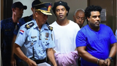 Photo of رونالدينيو في السجن  متابعاً لبطولة كرة صالات!
