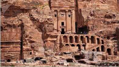 Photo of كيف تخطّى الأردن مخاوف  تملّك الصهاينة أراضي البتراء؟