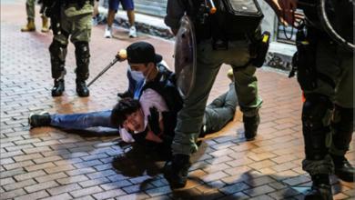 Photo of عودة الاحتجاجات إلى هونغ كونغ..  ولام تتعهّد بإصلاح النظام التعليميّ