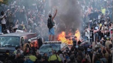 Photo of احتجاجات «لا أستطيع التنفّس» تعمّ الولايات المتحدة وفرض حظر التجوّل في مدن أميركيّة