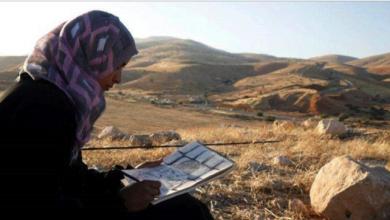 Photo of رسوم الفنانة الفلسطينيّة خديجة بشارات تعبيرٌ عن إحساسها ورفضها للاحتلال