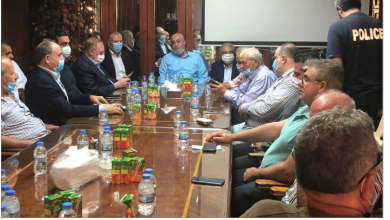 Photo of اجتماع في بلدية الجية  بحث في إشكالات الشاطئ 
