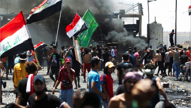 Photo of غليان شعبيّ… محتجّون عراقيّون يجبرون مسؤولاً على الاستقالة ويغلقون دائرتين للكهرباء