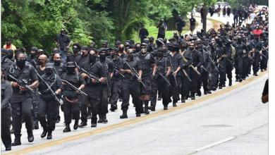 Photo of اقتناء محموم للسلاح في أميركا والسود يستعرضون ميليشيا مسلحة