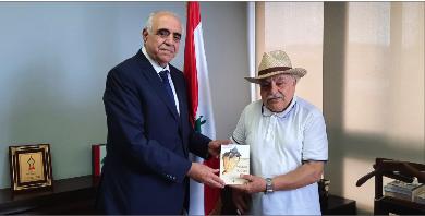 Photo of قصيفي استقبل الصحافيّ والأديب جورج شاميّ وتسلّم كتابه الأخير «المحارة الباكية»