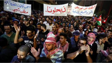 Photo of تظاهرات تعم المدن الأردنيّة  والسلطات الأمنيّة تعتقل المعلمين