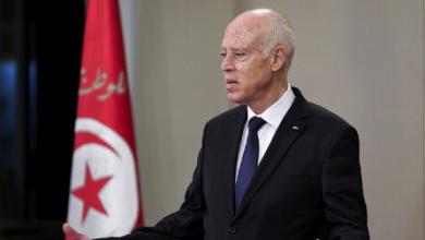 Photo of سعيّد: أسراب من الجراد تعبث بالدولة التونسيّة وأملاكها