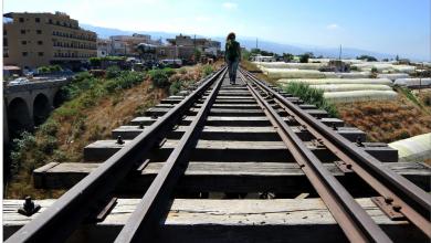Photo of السّكة الصّدئة في لبنان بانتظار قطارات إصلاح لمّا تأتِ..
