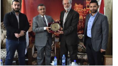 Photo of السفير اليمني في دمشق يلتقي جمعية الصداقة الفلسطينية الإيرانية