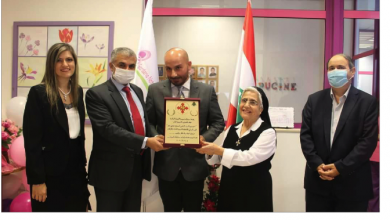 Photo of درع التميّز الذهبي للزميل الدولي د. جوني ضو