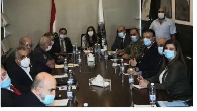 Photo of عكر ترأسّت اجتماعاً لدرس الصعوبات بين المستشفيات والجهات الضامنة