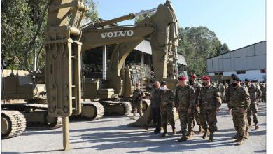 Photo of قائد الجيش تفقد فوجَي الهندسة والأشغال:  المرحلة صعبة وتتطلّب الجهوزية العالية