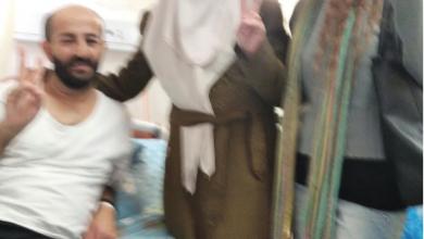 Photo of الأسير ماهر الأخرس وزوجته والناشطة صابرين دياب يرفعون شارة النصر عشية نهاية مدة توقيف الأخرس بعد اضرابه لأكثر من مئة يوم