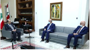 Photo of عون التقى السفيرة التشيكية ورئيس الجامعة اللبنانية – الأميركية