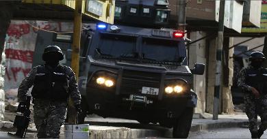 Photo of الأردن: اشتباكات عشائرية في إربد والشرطة تتدخّل بقنابل الغاز