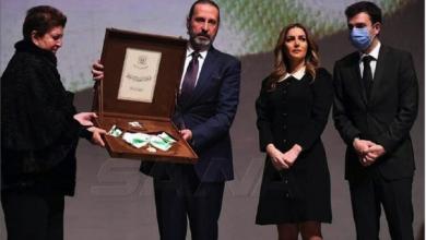 Photo of الأسد يمنح الراحل وليد المعلم وسام  الاستحقاق السوريّ من الدرجة الممتازة