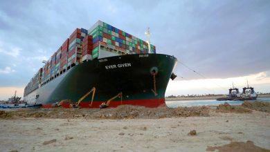 Photo of انتهاء أزمة السفينة الجانحة بأيدٍ مصريّة  واستئناف الملاحة في قناة السويس