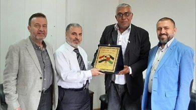 Photo of الحسنيّة تسّلم درعاً تقديرية من أمين سر «فلسطين حرة»:  التمسك بالوحدة الفلسطينيّة سلاحاً أساسياً رديفاً لبندقيّة المقاومة