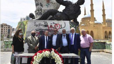 Photo of نقيبا الصحافة والمحرّرين وضعا إكليل زهر بوقفة تكريميّة حول تمثال الشهداء